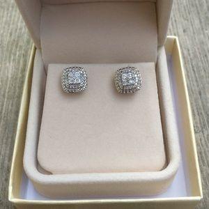 9.25 Sterling Silver Diamond Stud Earrings